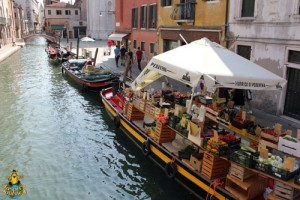 floating fruit and veg boat - casa alma